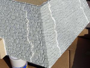「週刊安土城をつくる」 石垣にパテを塗る
