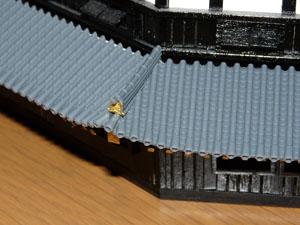 「週刊安土城をつくる」 1階南側の鬼瓦をつける