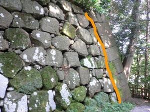 薪の丸石垣