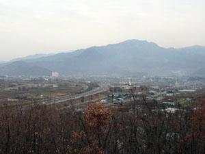妻女山から海津城方向