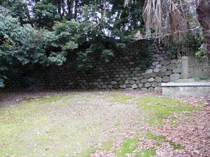 尾山神社氷室跡地