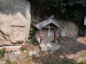 丹生の磨崖仏