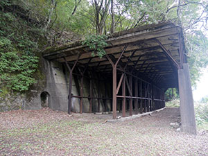 行き止まりトンネル(スイッチバック待避線)
