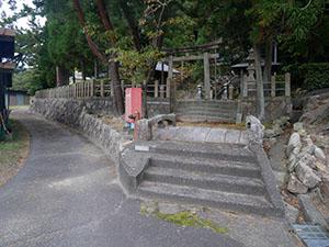 竹波の石製九重層塔