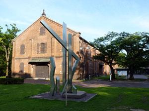 石川県立博物館前の金属造形