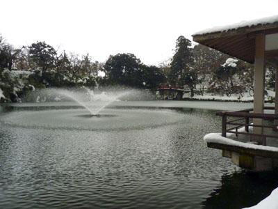 雪の高岡城へ