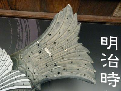 姫路城大天守の鯱を比べる